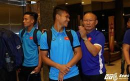 Di chuyển cả ngày, U23 Việt Nam bụng đói vẫn phải tập nhẹ