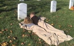 Có nhà không ngủ, cậu bé mang chăn đến nghĩa trang lạnh lẽo ngủ thật ngon bởi lý do cảm động