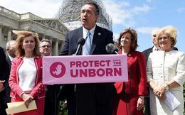Quấy rối tình dục: Góc khuất của một số nghị sĩ Quốc hội Mỹ