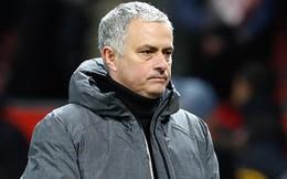 """Thua trận, bị ăn đòn chưa đủ, Mourinho còn nhận cú """"đánh lén"""" từ Van Gaal"""