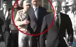 """Khoảnh khắc lính Nga """"chặn"""" ông Assad tiếp cận Tổng thống Putin"""