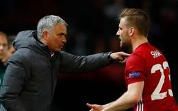 """Hậu vệ trẻ Man United """"đổi đời"""" nhờ dùng nắm đấm bảo vệ Mourinho?"""