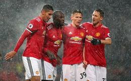 Đạp tuyết lập công, Lukaku giúp Man United níu giữ hi vọng mong manh trước Man City