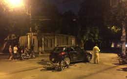 Xe máy tông vào ôtô lúc nửa đêm, 3 thanh niên nguy kịch ở Sài Gòn