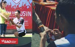 Lãng mạn như fan Man Utd Việt: Bất ngờ cầu hôn bạn gái trên sân bóng sau tròn 1000 ngày quen nhau