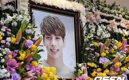 Thi hài của Jonghyun đã được đặt vào quan tài, 9 giờ tối nay tang lễ sẽ chính thức diễn ra