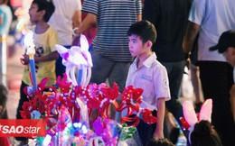 Đêm Noel lặng lẽ của những đứa trẻ mưu sinh bên đường phố Sài Gòn