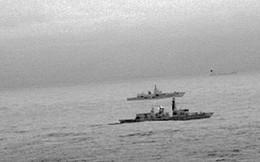 Tàu Anh bám đuôi tàu Nga tiến sát lãnh hải