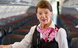 """81 tuổi vẫn làm tiếp viên hàng không, cụ bà được mệnh danh """"Nữ hoàng của bầu trời"""""""