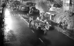Camera ghi lại cảnh nhóm thanh niên chặn đánh hai người đi xe máy giữa đường phố Đà Nẵng