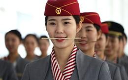 24h qua ảnh: Nữ tiếp viên Trung Quốc ngậm đũa để luyện cười