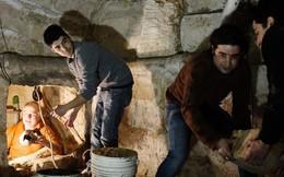 Sửa nhà vệ sinh cũ, người đàn ông phát hiện cả một kho tàng lịch sử vô giá từ hàng thế kỷ trước