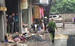 Hà Nội: Thợ lắp cửa rơi từ tầng 4 xuống đất tử vong