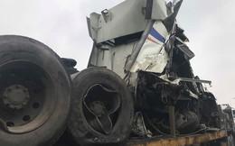 4 xe tải tông liên hoàn, Đại lộ Thăng Long ùn tắc nghiêm trọng