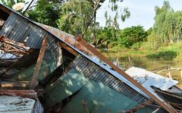 1 đêm, 4 căn nhà rơi xuống kênh
