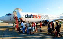 Vợ hơn 10 tuổi đấm chồng sưng mắt trên máy bay: Cấm bay cả đôi