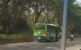 Xôn xao clip xe buýt đi ngược chiều trên đường phố Sài Gòn
