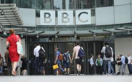 Sau Hollywood, lại đến hãng tin BBC rúng động vì bê bối quấy rối tình dục của MC nổi tiếng