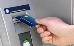 Khách hàng mất 129 triệu đồng trong tài khoản dù ngân hàng đang giữ thẻ ATM