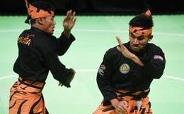 """Chủ nhà Malaysia phá kỷ lục thế giới nhờ trọng tài SEA Games """"vung tay quá trán""""?"""