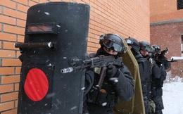 ẢNH: Cảnh sát đặc nhiệm Nga đột kích giải cứu con tin, tóm gọn khủng bố
