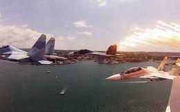 Mãn nhãn với màn nhào lộn, phóng tên lửa của chiến đấu cơ Su-30SM