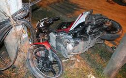 4 thanh niên nằm bất động trên đường sau cú đấu đầu xe máy