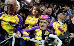 Xem cụ ông 105 tuổi phá kỷ lục đạp xe trong 1 giờ