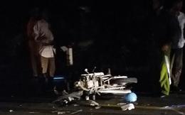 Cảnh sát cơ động tử nạn sau cú tông ôtô tải