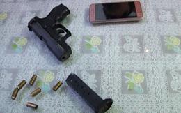 Bảo vệ ngân hàng mang súng đi truy sát đối thủ