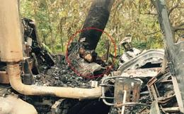 Người dân bất lực nhìn tài xế cháy đen trong cabin sau khi đâm vào gốc cây