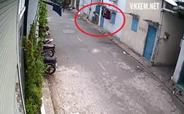 Người phụ nữ rình rập trước cửa nhà để trộm thứ không ai ngờ