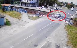Ô tô suýt gặp nạn vì hành động liều lĩnh và thiếu hiểu biết của mình