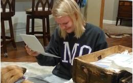Bí mật mẹ cất giữ trong chiếc hộp cổ suốt 17 năm khiến người con gái khóc nức nở