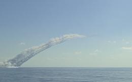 Cận cảnh tên lửa Kalibr vùn vụt bay từ tàu ngầm Nga nã khủng bố ở Syria