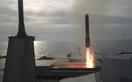 """[VIDEO] Mỹ thử nghiệm tên lửa """"hỏa ngục"""" trên tàu LCS"""
