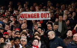 CĐV Arsenal đấu đá lẫn nhau trên bầu trời vì Wenger