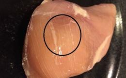 Ai hay ăn thịt gà nên cẩn thận với những vằn trắng xuất hiện trên miếng ức