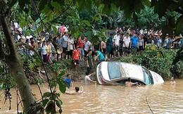Tìm thấy thi thể cháu bé cuối cùng trong vụ xe ô tô bị lũ cuốn trôi