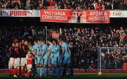 Trò hề của CĐV Premier League qua những tấm banner