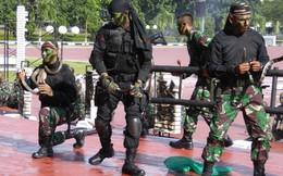24h qua ảnh: Đặc nhiệm Indonesia trình diễn kỹ năng bắt rắn hổ mang
