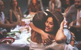 Làm sao để biết một cái ôm có chứa đựng cảm xúc chân thành hay không - đây là câu trả lời cho bạn