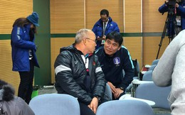 Phía sau cái cúi đầu, kính cẩn chào HLV Park Hang-seo của HLV U23 Hàn Quốc