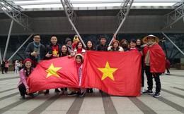 Còn vài tiếng nữa nhưng các fan tại Thường Châu đã sốt sắng, chuẩn bị 'cháy' hết mình với U23 Việt Nam!