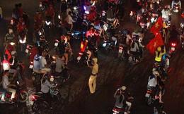 CSGT trong vòng vây của người hâm mộ U-23 Việt Nam