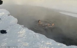 Du khách liều mạng cởi trần ngâm nước ở ngôi làng lạnh nhất hành tinh