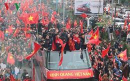 Chiếc xe bus mui trần đón đội tuyển U23 Việt Nam có gì đặc biệt?