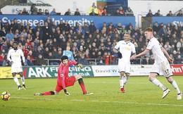 Mkhitaryan ra mắt thất bại, Arsenal hai tay dâng 3 điểm cho đội top cuối