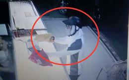 Kẻ bịt mặt mang theo vật nghi là súng vào cướp tiệm vàng