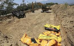 24h qua ảnh: Máy xúc đào mồ chôn tập thể nạn nhân sóng thần Indonesia